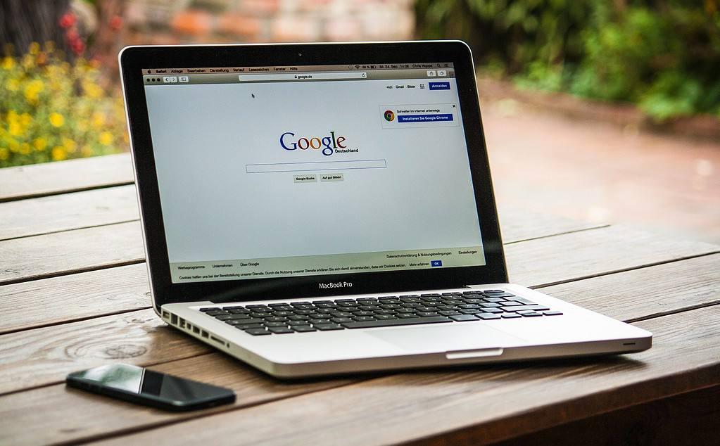 Laptop Google Search SEO